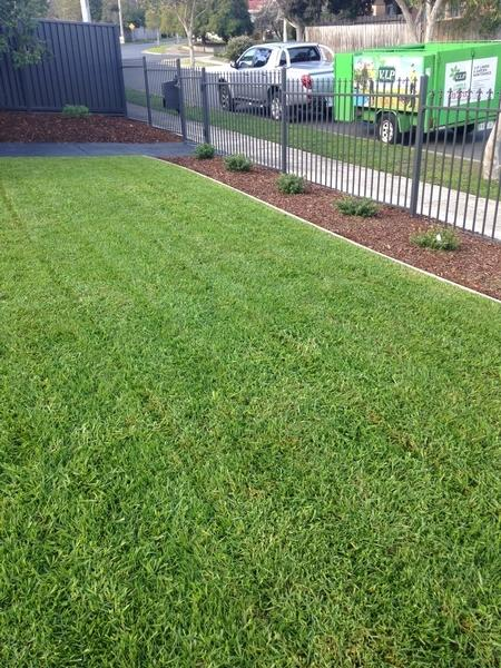 Garden services maintenance lawn mowing in ringwood for Vip lawn mowing services